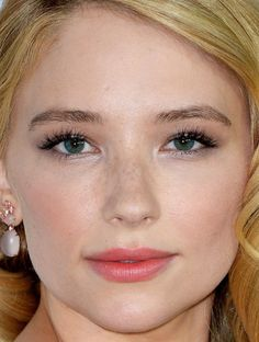 Haley Bennett's Peach-Stained Lips are Everything - Beauty Editor
