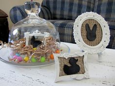 Love the white frame with burlap and black inside. :)