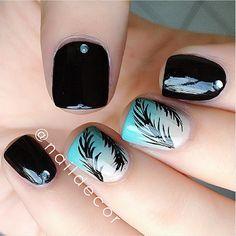 Feather mani! Colours Used: #Essie- Licorice, Sand Tropez #ChinaGlaze For Audrey 文 @naildecor
