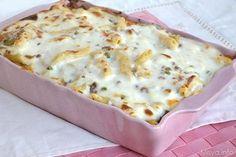 Questa pasta al forno bianca con la besciamella e il ragù di carne in bianco è un primo piatto da leccarsi i baffi. La ricetta prevede la