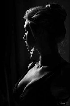 Retrato blanco y negro con luz motivada