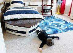 That's the most awesome bed ever!! And I love love love the wave rug, too!