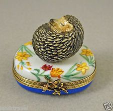 NEW FRENCH LIMOGES BOX CUTE HEDGEHOG ASLEEP ON DAFFODILS & TULIP FLOWERS