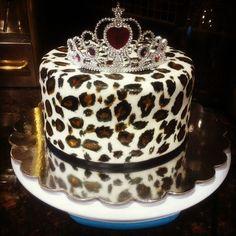 Leopard cake w/ tiara. Cheetah Cakes, Leopard Cake, Pretty Cakes, Beautiful Cakes, Amazing Cakes, Crazy Cakes, Cake Cookies, Cupcake Cakes, Fun Cakes
