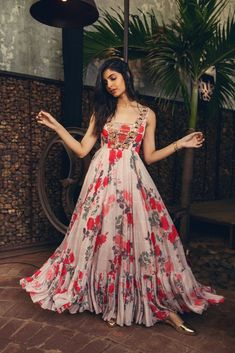 Dress Floral Gown 68 Ideas For 2019 Indian Gowns Dresses, Indian Fashion Dresses, Dress Indian Style, Indian Designer Outfits, Designer Gowns, Pakistani Dresses, Fashion Blouses, Long Gown Dress, The Dress
