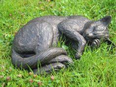 Sculptor Suzie Marsh Скульптор Сьюзи Марш добавляет еще один Нельсон в Северный Уэльс Pub В Local News на 11 сентября 2009