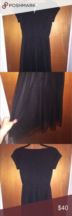 Lauren Conrad Dress Gorgeous LC Lauren Conrad dress. Short sleeve with beautiful floral imprinting on the top and a tulle skirt. Cute for a summer date night or for a nicer day out! Excellent used condition. Worn once. LC Lauren Conrad Dresses Midi