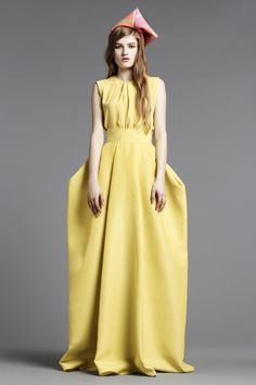 Look 31 Roksanda Ilincic Pre-Fall 2013 yellow voluminous hips....who wants their hips to look bigger??? The hat looks like the paper hats we made in grade school
