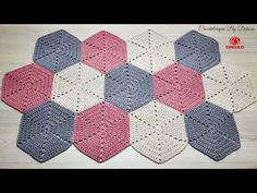 Hexágono de Crochê para Tapetes - YouTube Hexagon Crochet Pattern, Afghan Crochet Patterns, Crochet Squares, Diy Crafts Crochet, Crochet Home, Motif Hexagonal, Crochet Table Mat, Plaid Crochet, Crochet Carpet