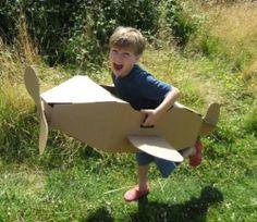 Juguete ecológico de cartón reciclado. El Avión de Paperpod. Venta online: 34.00 €