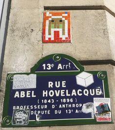 La rue Abel-Hovelacque et son Space Invader (Paris 13ème)