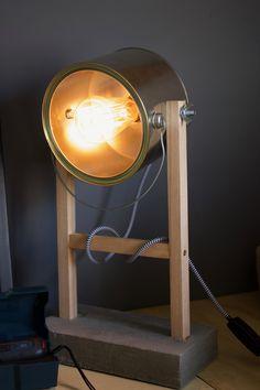 Diy Luminaire, Diy Lampe, Luminaria Diy, Diy Floor Lamp, Recycled Tin Cans, Wooden Table Lamps, Diy Cans, Church Design, Container House Design