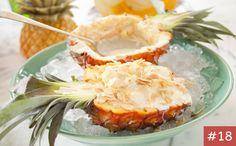 Receitinha perfeita para o verão. Esse doce de abacaxi já é servido na própria fruta e fica lindo na mesa.