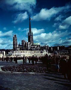 Вид на поврежденный Руанский собор после освобождения города. Руан, Франция, 1944 год.