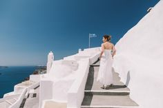 #weddingphotographer #weddingideas #view #amazing #beautiful #sea #sky #white #and #blue #bride #running #ceremony #flag #wu_greece #wu_europe #love #travel #greece #oia #santorini #santoriniphotographer #mykonosphotographer #iosphotographer #folegandrosphotographer #miltoskaraiskakis