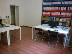 Le postazioni di lavoro all'interno dell'ufficio condiviso #1