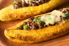 Creative cooking and a great recipe from our Guest Recipe Author Vickie Evans Stuffed Banana Peppers at home. Mexican Food Recipes, Beef Recipes, Cooking Recipes, Healthy Recipes, Carne Molida Recipe, How To Cook Plantains, Guisado, Colombian Food, Stuffed Banana Peppers