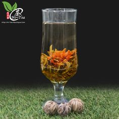 Sweet Blossom   丹桂飘香 • Ingredients: Lily Flower, Sweet Osmanthus, Young Tea Leaves • 成分:百合花, 桂花, 银针茶  Blooming Tea (工艺茶) consists each of a bundle of dried tea leaves wrapped around one or more dried flowers. These are made by binding tea leaves & flowers together into a bulb & are then set to dry.    When steeped in hot water, the bundle expands & unfurls in a process that emulates a blooming flower, while the flowers inside emerge as the centerpiece.