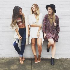 Don't let the Monday blues bring you down! Grab a friend and head over to Lotus to shop the best fall fashion in town!✨