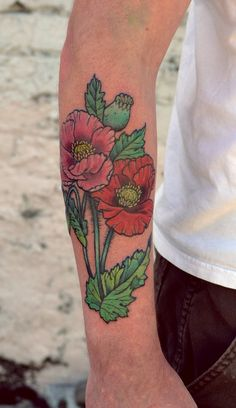 Poppies by Lucky Malony Anatomy Tattoo, Portland, Or love the green gradients and the lines!