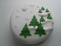 ideas cake white birthday for 2019 Fondant Christmas Cake, Christmas Cupcakes, Christmas Sweets, Christmas Makes, Christmas Cooking, Christmas Wedding, Christmas Tree, Christmas Cake Designs, Christmas Cake Decorations