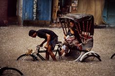 Steve McCurry, INDIA. 1982. A man pulling a rickshaw during a storm. NDIA-12617