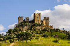Some of the most beautiful castles in Spain - Castillo de Almodovar del Rio… Chateau Medieval, Medieval Castle, Palaces, Beautiful Castles, Beautiful Places, Places Around The World, Around The Worlds, Cordoba Andalucia, Castle Ruins