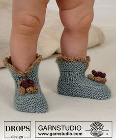 knitted booties-crocheted flowers