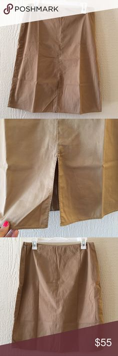 Banana Republic skirt Like new size 10 skirt • half zip on side • slit in front • 60% cotton • 35% nylon • 5% spandex   • Offers Welcome • Bundle Discounts  • Suggested User • Fast Shipper Banana Republic Skirts
