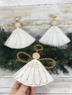 Coffee Filter Angels Christmas Ornament Craft Christmas Crafts For Adults, Christmas Craft Projects, Spring Crafts For Kids, Christmas Ornament Crafts, Easy Craft Projects, Christmas Angels, Kids Crafts, Angel Ornaments, Art Projects