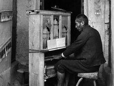 """Retratos em preto e branco da vida no Peru compõem a mostra """"Face andina – Fotografias de Martín Chambi no acervo do Instituto Moreira Salles""""."""