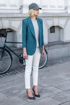 A fitted blazer + baseball cap are the perfect combo for when wearing white denim pants.