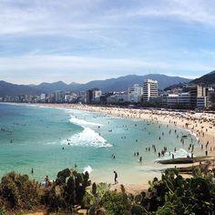 Praia do arpoador, Rio de Janeiro. E continua lindo! #riodejaneiro #praiadoarpoador #arpoadorbeach #brazil #continualindo #AroundTheWorld #seviranomundo #ferias #trip #travel #riodejaneirobrazil #travel #viagens #sunny #Instatravel