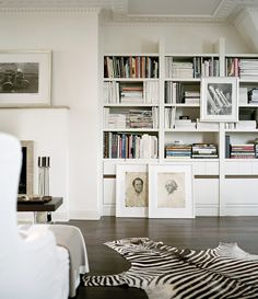 Love These Shelves And Frames On The Floor Living Room Decor Tips Best