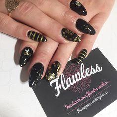 """Steph's Bumblebee Nails ✨ #loveit #beenails #bumblebee #blacknails #goldnAils #sequins #bee #omg #nailfie #nailextensions #almondnails #newnails…"""