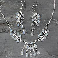 Floral inspired jewelry is making big waves right now. I love how delicate and stunning this set is.