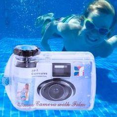 Appareil Photo Aquatique Jetable C'est un appareil photo où le rouleau, la lentille et le reste des composantes se trouvent intégrées dans la même carcasse. Avec cet appareil photo, vous pourrez immortaliser les moments de votre vie que vous voulez conserver, en plus de tous les moments aquatiques. Vous pouvez faire des photos avec une profondeur de jusqu'à 3 m.