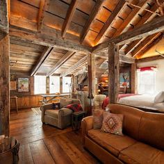 Ideas for Decorating a Family Room with Rustic Cabin Style Small Cabin Designs, Log Cabin Homes, Log Cabins, Rustic Cabins, Cabins And Cottages, One Room Cabins, Rustic Interiors, Small Cabin Interiors, Architecture