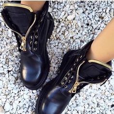It's coming  #boots #vices #fall #streetlook #shoestagram #shoes #footwear #instalike #follow #regram