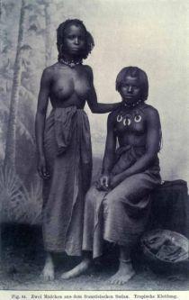 084. Zwei Mädchen aus dem französischen Sudan. Tropische Kleidung