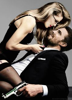 Imagem de arrow, oliver queen, and felicity smoak Emily Bett Rickards, Couple Posing, Couple Shoot, Oliver And Felicity, Felicity Smoak, Keri Russell, Arrow Tattoos, Stephen Amell, Trendy Tattoos