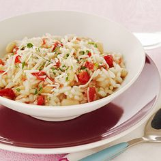 This White Bean-Tomato Risotto is less than 300 calories per serving and is a yummy dinner recipe! Veggie Recipes, Vegetarian Recipes, Healthy Recipes, Pesco Vegetarian, Tomato Risotto, Pasta, Delicious Dinner Recipes, Crock Pot Cooking, White Beans