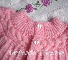 Short rows baby cardi with cabled yoke, worked sideways ~~ Tentando Tricotar Baby Knitting Patterns, Crochet Baby Blanket Free Pattern, Baby Sweater Knitting Pattern, Knitting For Kids, Baby Patterns, Baby Cardigan, Knit Baby Dress, Baby Pullover, Crochet Baby Clothes