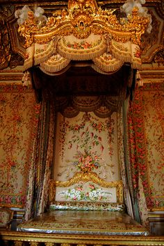 My trip to Paris France. At Versailles Palace. The Queen's Bedroom. Many Royals were born in here and this is also where Marie Antoinette stayed. The Queen's Bedroom Chateau Versailles, Palace Of Versailles, Louis Xvi, Paris, Palace Interior, Fontainebleau, French History, Marie Antoinette, Baroque
