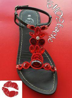 """Sandalo basso """"red passion"""": realizzati  a mano con la tecnica del soutache."""