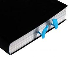 Marque-page petits pieds // Sleeping feet bookmark!