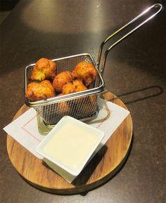Bunyols de bacallà amb allioli de mel Portal, Restaurant, Bar, Kitchen, Gastronomia, Cuisine, Kitchens, Restaurants, Dining Rooms
