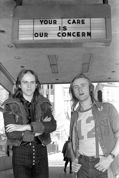 Peter Gabriel and Phil Collins….Love the both of these men…both so talented…thanks for sharing the picture…Gods Blessings…Mitzi…  :)….