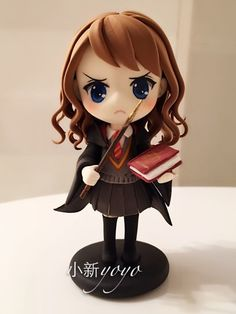 Love the hair Polymer Clay Figures, Fimo Clay, Polymer Clay Charms, Polymer Clay Creations, Harry Potter Hermione, Harry Potter Theme, Harry Potter Diy, Hermione Granger, Kawaii