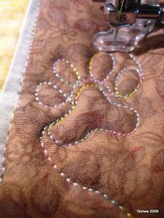paws. - love this! loads of other beautiful machine quilting quilts @Sherri Levek Levek Levek Levek Levek Jones